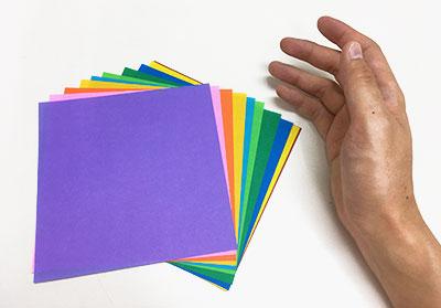 折り紙と手